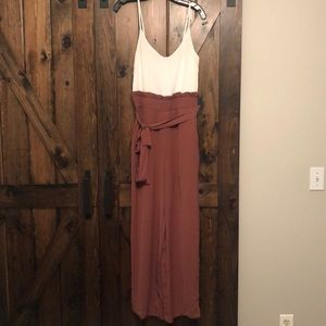 NWT! Beautiful two toned jumpsuit, Size M